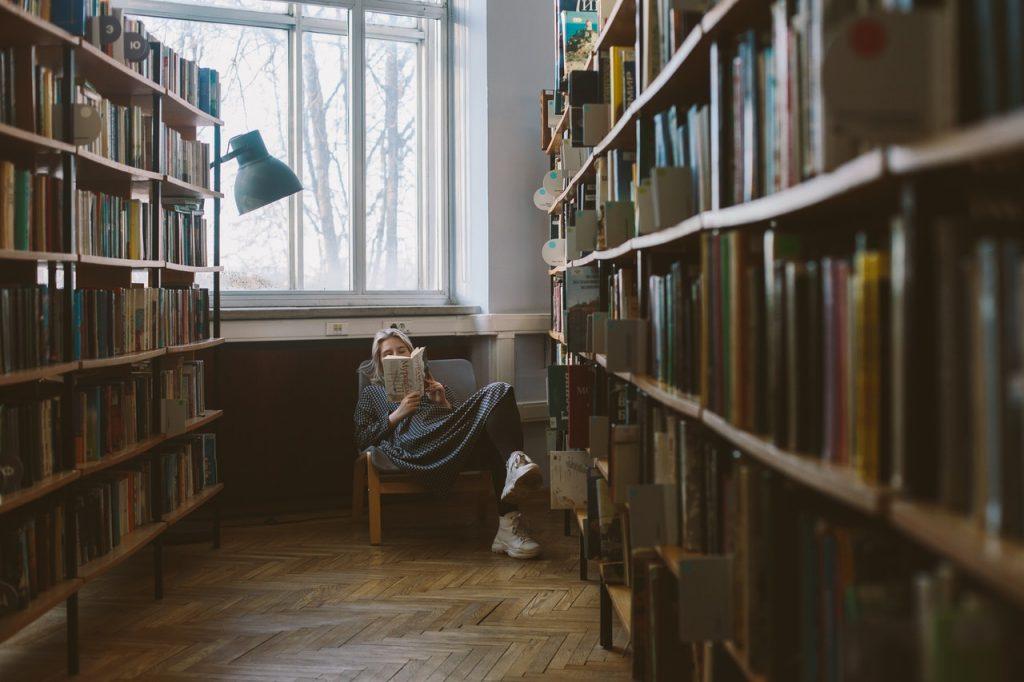 omgaan met geld door boeken  te lezen