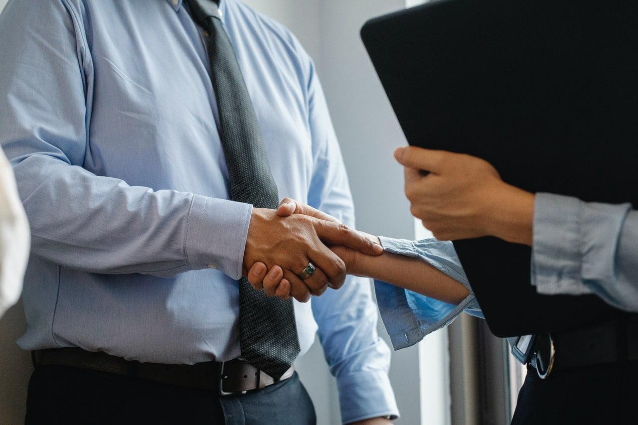 omgaan met geld door te onderhandelen